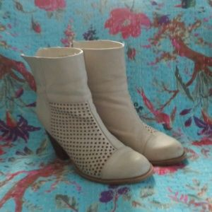"""Diba White Ankle Boots size 7.5 with 3"""" heel"""